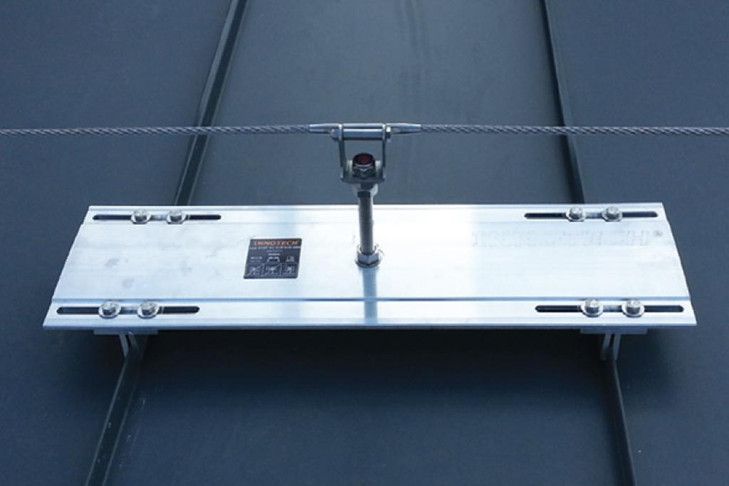 FLAT-STANDING SEAM METAL ROOF